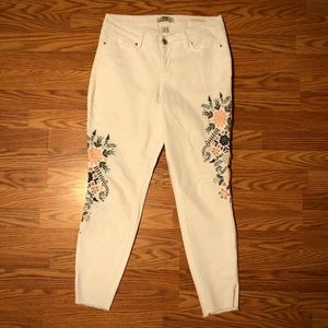 Embroidered White Stretchy Ankle Crop Jeans